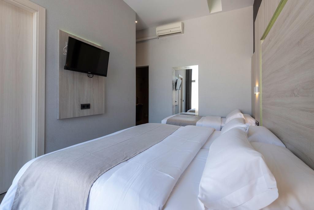 Plaza Goya Rooms (7)
